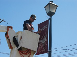 Jeff Hernandez (a.k.a. Jeff Ohnsman) puts up the new city banners.