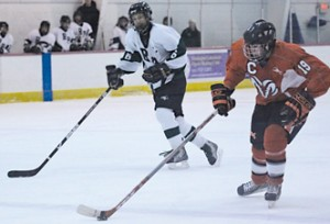 Robert Perry breaks down the ice for an assist.Photo by MICHELE VANDERVELDE